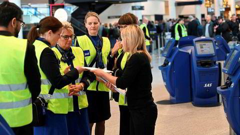 SAS-ansatte på Kastrup i Danmark har hendene fulle med å få oversikt over streikesituasjonen.