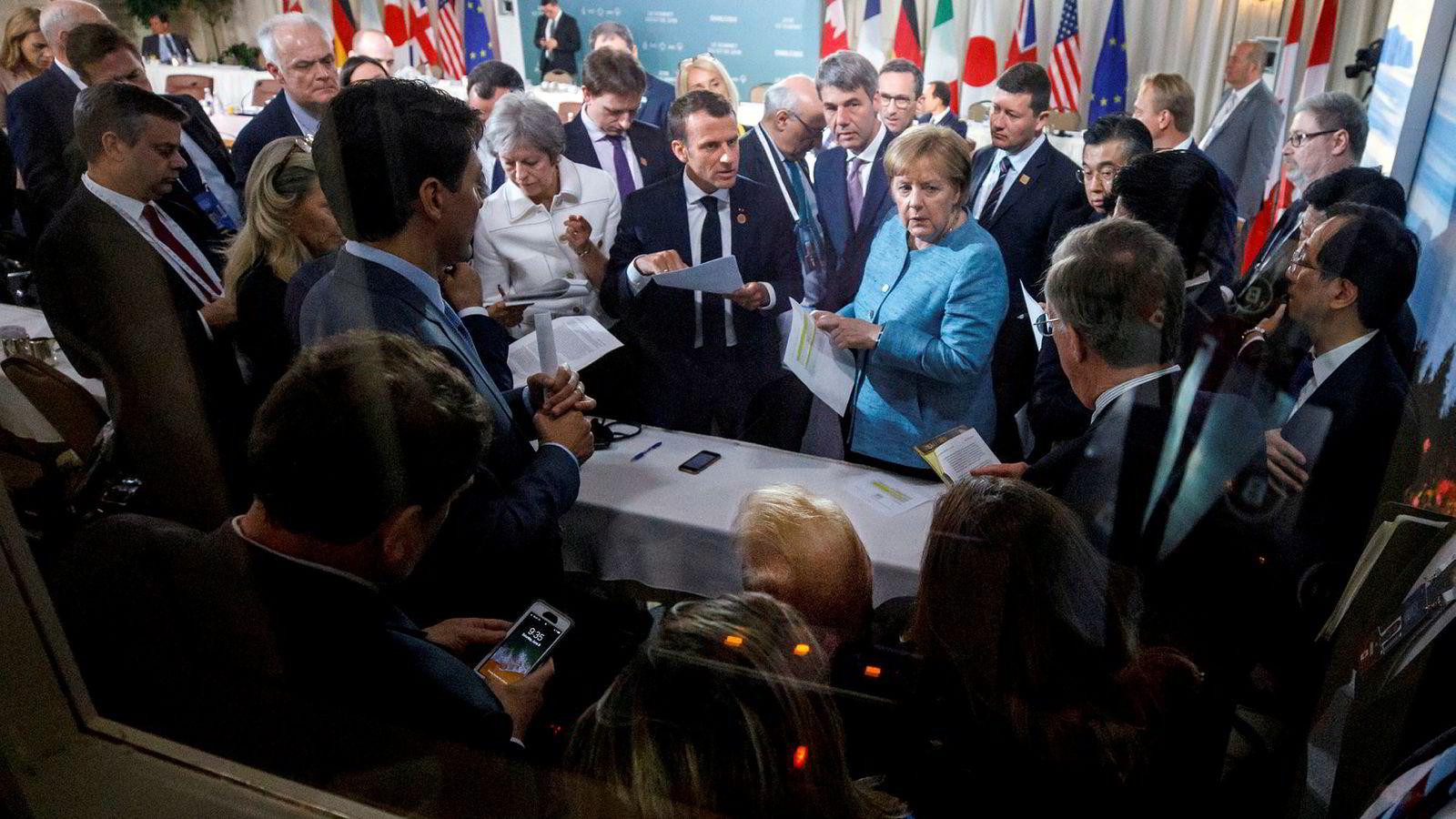 USA og Europa skiller lag i noen av de mest grunnleggende spørsmålene i vår tid. Som i synet på vår tids største krise, global oppvarming. Her fra G7-møtet i Canada, med blant andre Donald Trump, Theresa May, Emmanuel Macron og Angela Merkel.
