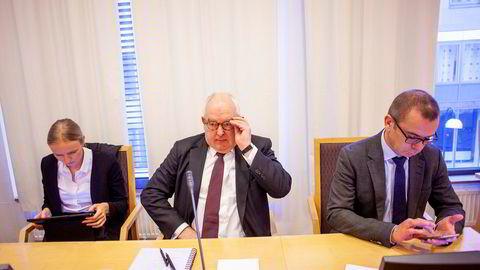 Polaris har saksøkt sin gamle advokat, Trond Vernegg, for dårlige råd. Fra venstre: advokatfullmektig Åse Kveine Strand fra BAHR, advokat Trond Vernegg fra Arntzen de Besche og ledende partner Håvard Sandnes i Arntzen de Besche.