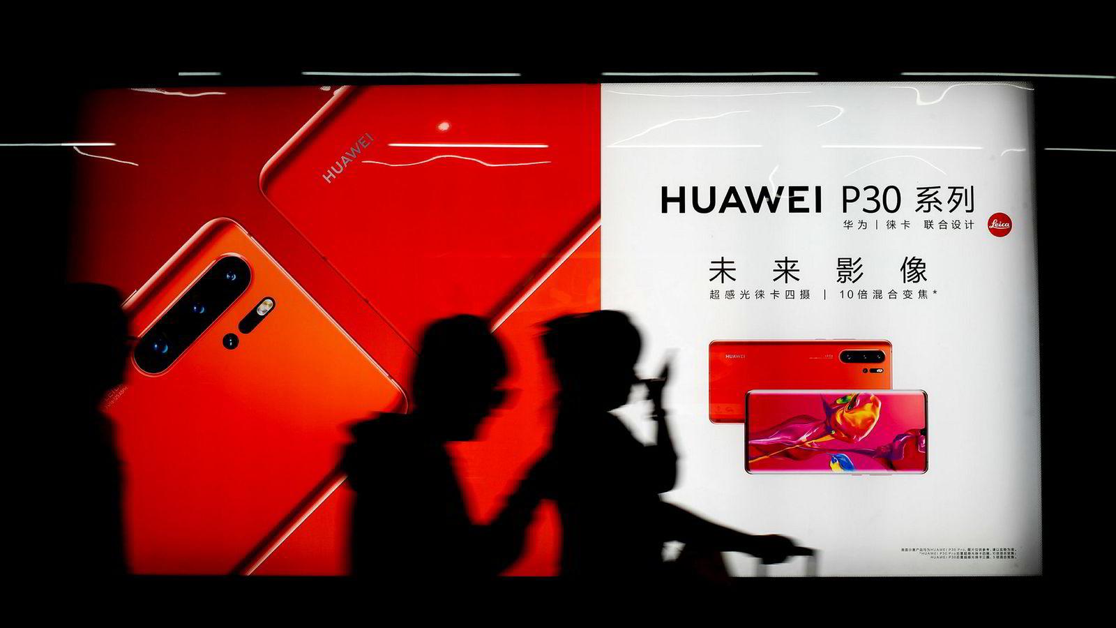 Huaweis nye toppmodell solgte best hos Telia i april. Den tilspissede situasjonen mellom USA og Kina gjør at Google må begrense samarbeidet. Det kan føre til at Google-apper forsvinner fra smarttelefonene.