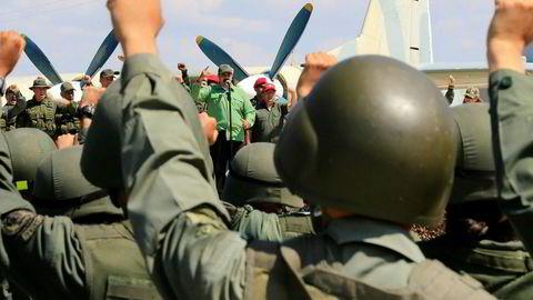 Venezuelas president Nicolás Maduro snakker til soldater under en militærøvelse i Maracay tirsdag denne uken. Bildet er utlevert til Reuters fra myndighetene.