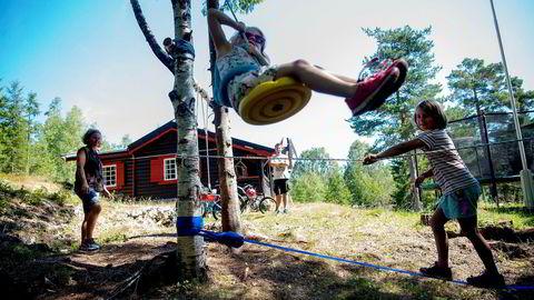 Søker skogens ro. Først ti minutter i bil og deretter ti minutter til fots, så er Gro Jetsmar (36), Pål Storhaug (36) og døtrene Mari (5) og Tuva (8) på plass i sin «forlengede hage»