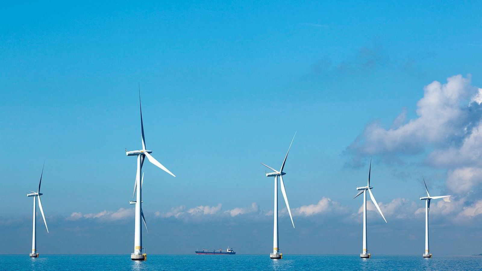 - Vi kan ikke pålegge noen å bygge vindmøller der det ikke er lokal aksept for det, sier Senterpartiets Sandra Borch.