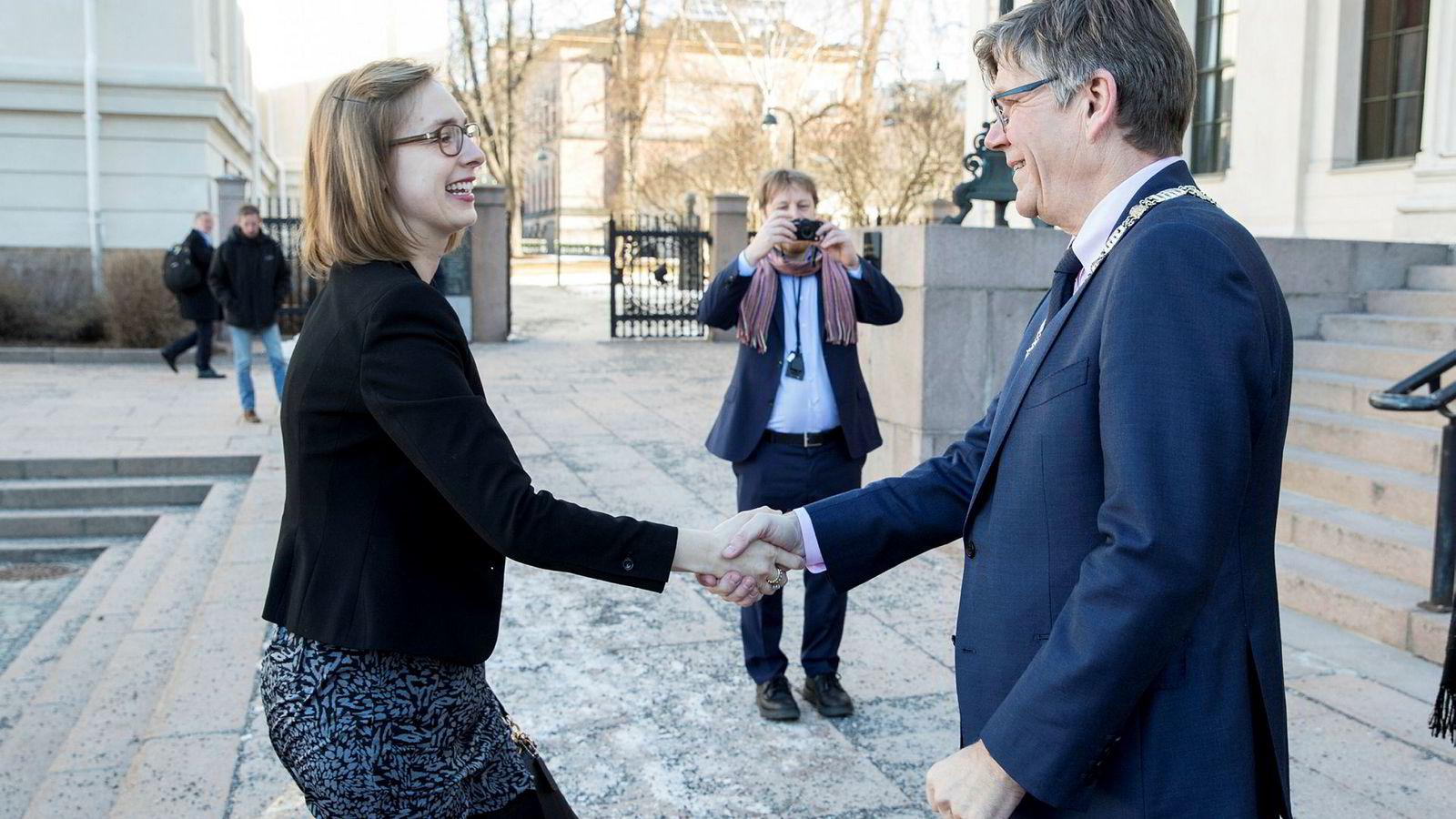 Iselin Nybø og rektor Svein Stølen ved Universitetet i Oslo.