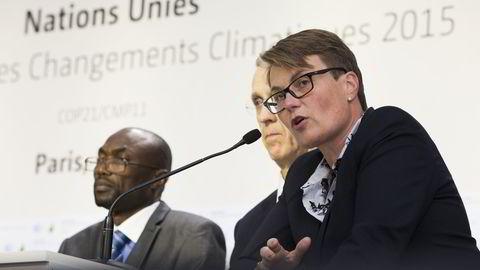 Klima- og miljøminister Tine Sundtoft (t.h.) og USAs sjefsforhandler Todd Stern etter at utkast til ny avtale ble fremlagt onsdag, under FNs klimakonferanse COP21 i Paris 2015. Foto: Berit Roald /
