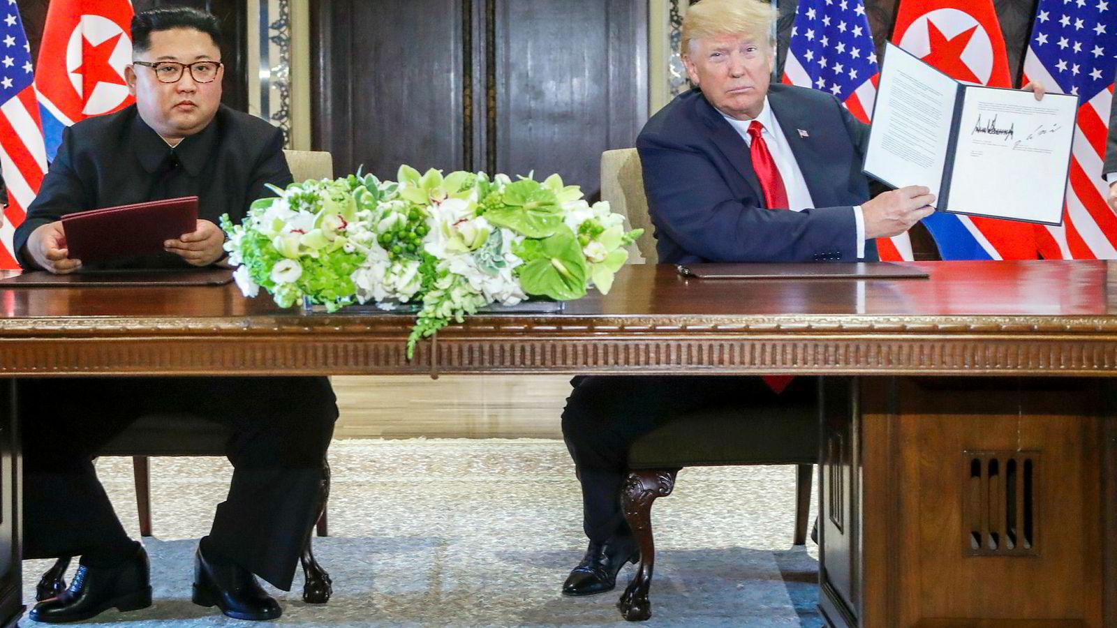 President Donald Trump (til høyre) møtte den nordkoreanske diktatoren Kim Jong-un for første gang i Singapore i juni 2018. Nå har de to lederne blitt enige om et nytt møte i Hanoi i slutten av februar.
