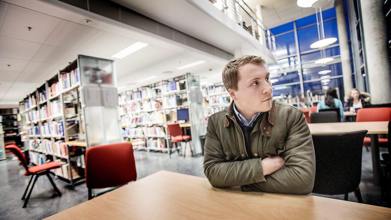 Hvis Høgskolen i Ålesund fusjonerer med NTNU, vet ikke de andre skolene i Møre og Romsdal hva de skal gjøre. Studentleder Hans Marius Martinsen er positiv til at Ålesund blir en universitetsby.