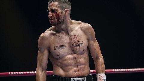 Beinhardt. Jake Gyllenhaal trente i fem måneder for rollen som «Billy Hope», en bokser som har vokst opp på barnehjem, og bruker raseriet sitt som motivasjon i ringen. Foto: Scott Garfield © 2014 The Weinstein Company