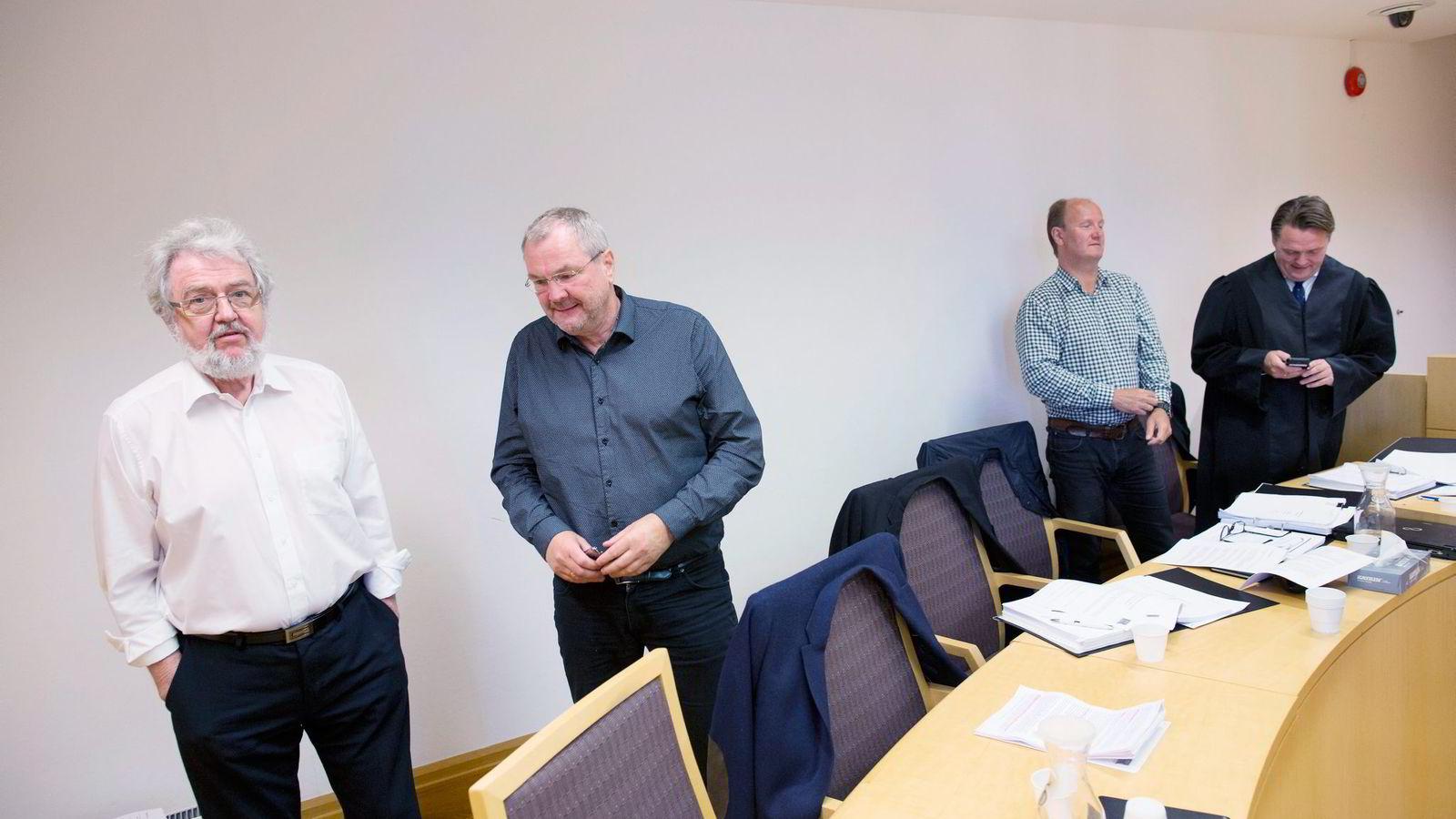 Minoritetsaksjonærene som saksøker Get for opp til 45 millioner kroner, fra venstre Aage Halvorsen, Dag Nilsen, Arve Lund og deres prosessfullmektig, advokat Joar Heide. Foto: