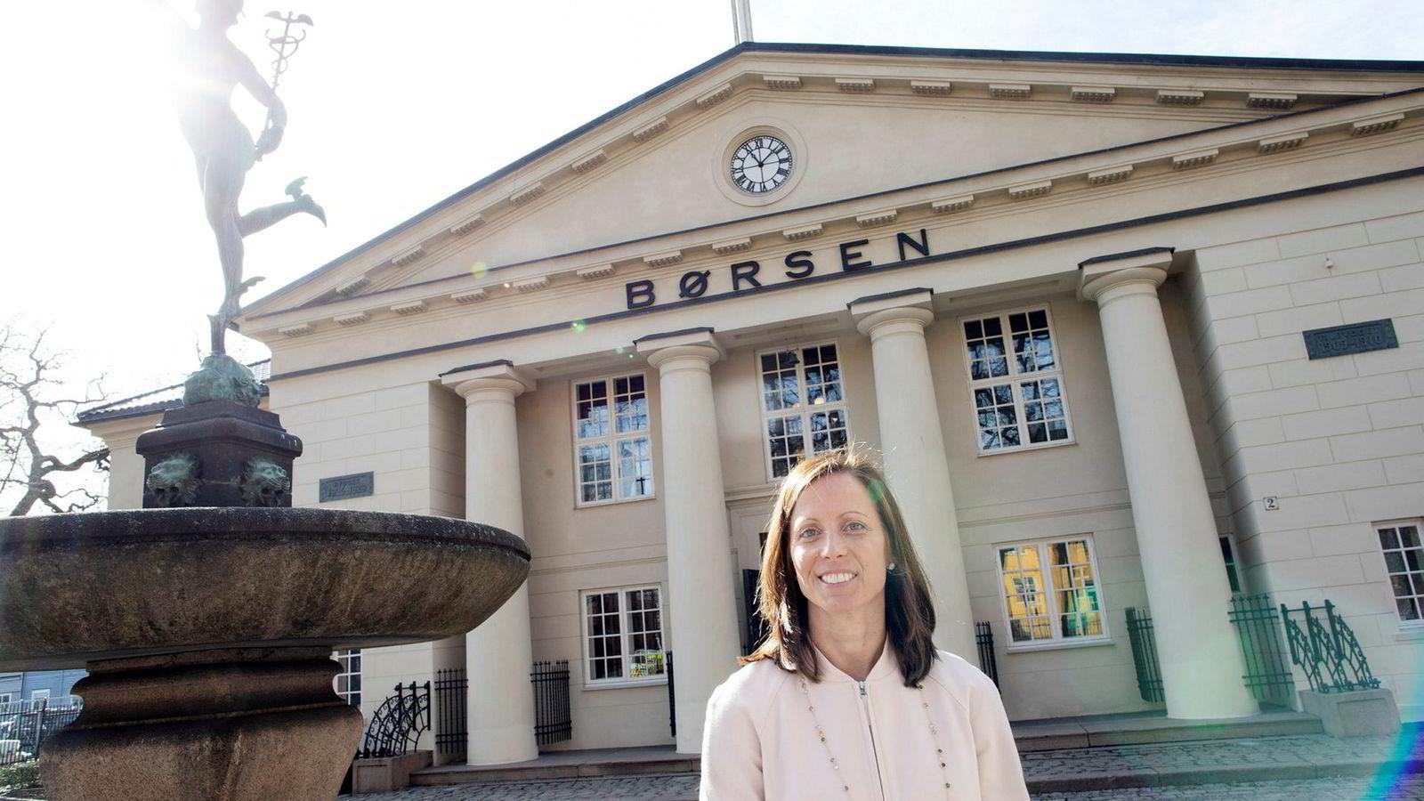 Toppsjef i den amerikanske børsgruppen Nasdaq, Adena Friedman, var i april i Oslo for å promotere selskapets bud på Oslo Børs VPS. Nå setter Nasdaq inn et siste stormløp for å overbevise norske myndigheter om at de er den beste eieren av børsen.