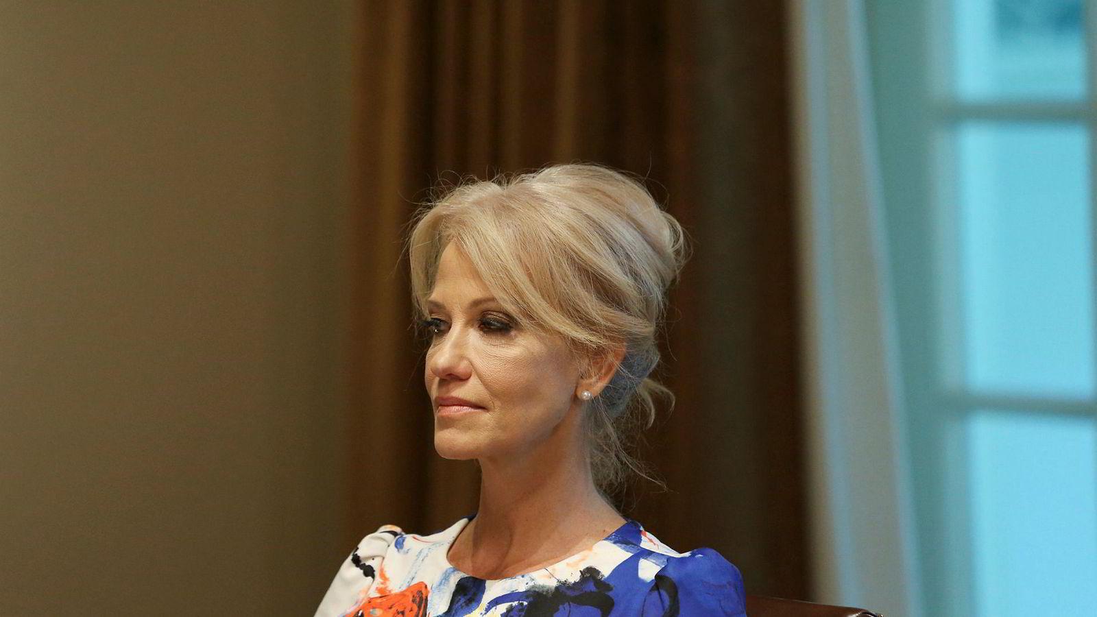 Et føderalt tilsynsorgan ber president Donald Trump om å gi Kellyanne Conway sparken som rådgiver.
