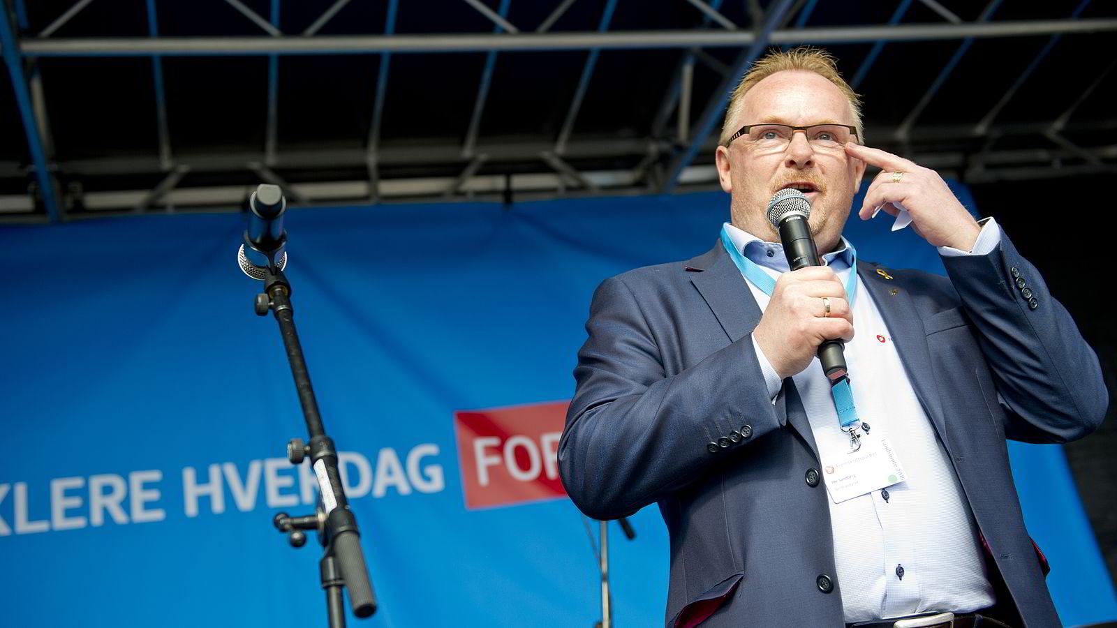 Nestleder i FrP Per Sandberg holder appell på Jessheim torg i forbindelse med 1.mai-markeringen under Fremskrittspartiets landsmøte.               Foto: Jon Olav Nesvold /