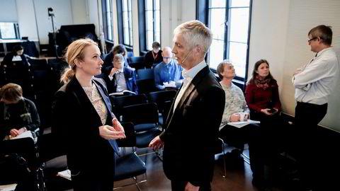 Torsdag formiddag mottok arbeids- og sosialminister Anniken Hauglie rapporten fra sysselsettingsutvalget. Steinar Holden, økonomiprofessor ved Universitetet i Oslo, har ledet utvalget.