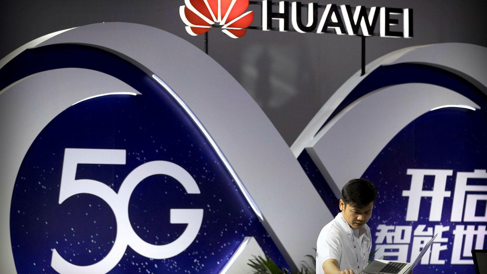Australia og New Zealand var først ute med å bannlyse Huawei fra utbyggingen av 5G-nettverkene.  Nå viser Kina det vil få konsekvenser med boikott av reiselivssektoren og uforklarte hendelser.