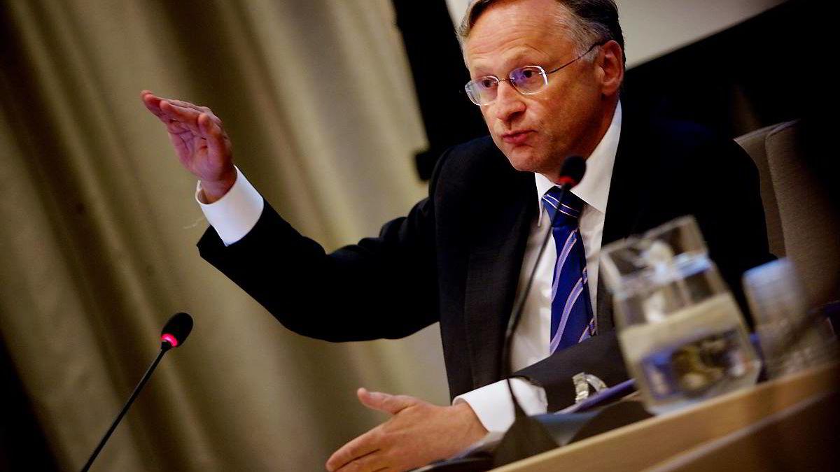 Sentralbanksjef Svein Gjedrem setter opp renten for første gang siden juni ifjor.