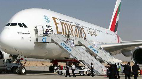 Et Airbus 380 tilhørende flyselskapet Emirates utstilt på Dubai Airshow i 2015.