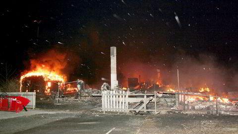 40 hus brant ned under storbrannen i Lærdal i januar 2014. Telenors hus ble tatt av flammene og tettstedet var uten mobilnett, noe som gjorde redningsarbeidet vanskelig. Foto: Arne Veum/NTB Scanpix