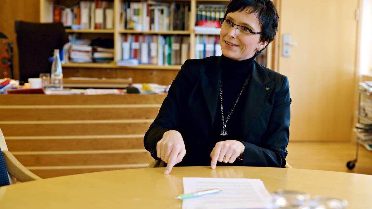 Fornyings- og administrasjonsminister Heidi Grande Røys mottok rapporten onsdag.