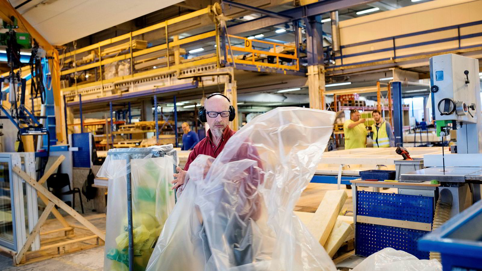 Oddbjørn Johannessen arbeider på fabrikken til Moelven Byggmodul. Der har han jobbet siden 1989. Johannessen sier at flere der er misfornøyde med Aps frieri til Venstre.