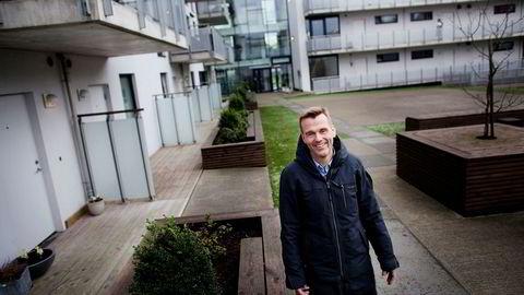– Vi opplever at flere som har ventet med å selge nå begynner å komme på banen, sier Lars Sigve Berg, daglig leder ved DNB Eiendom i Sandnes. Foto: Tomas Larsen