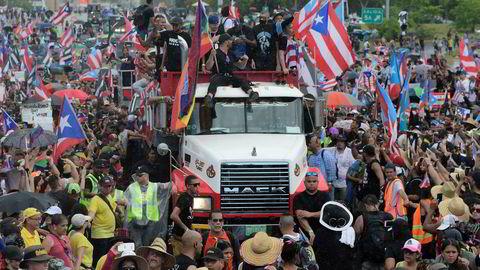 Demonstranter fylte opp hovedfartsåren gjennom San Juan mandag med krav om at guvernør Ricardo Rosselló må gå av. Foto: AP / NTB scanpix