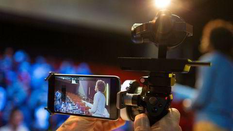 Filming kan påvirke hva studenter sitter igjen med etter en forelesning, skriver artikkelforfatteren.