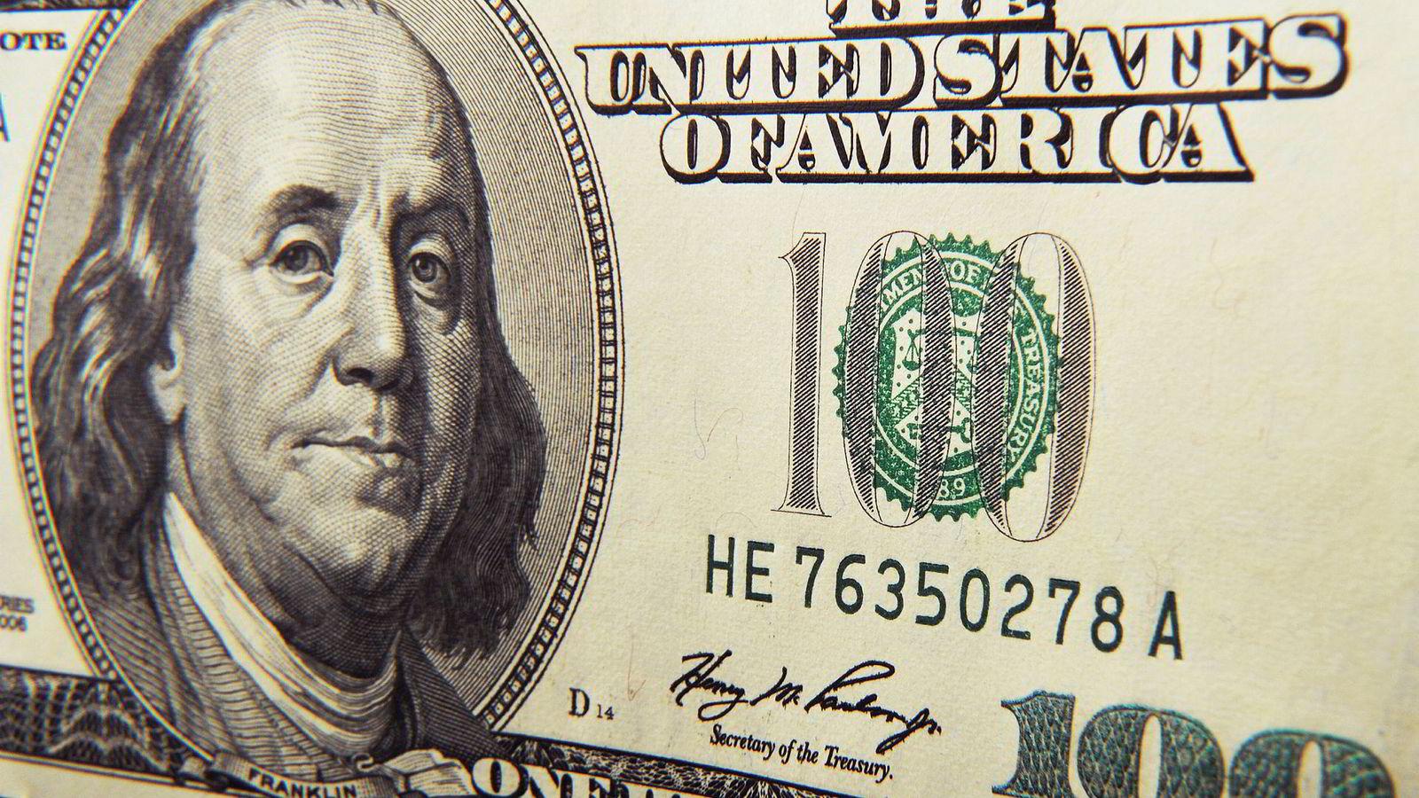 En amerikansk hundredollarseddel, ofte kalt «Benjamin», etter portrettet av Benjamin Franklin, vitenskapsmann, oppfinner, og en av forfedrene til Den amerikanske revolusjonen og dannelsen av De Forente Stater (USA).