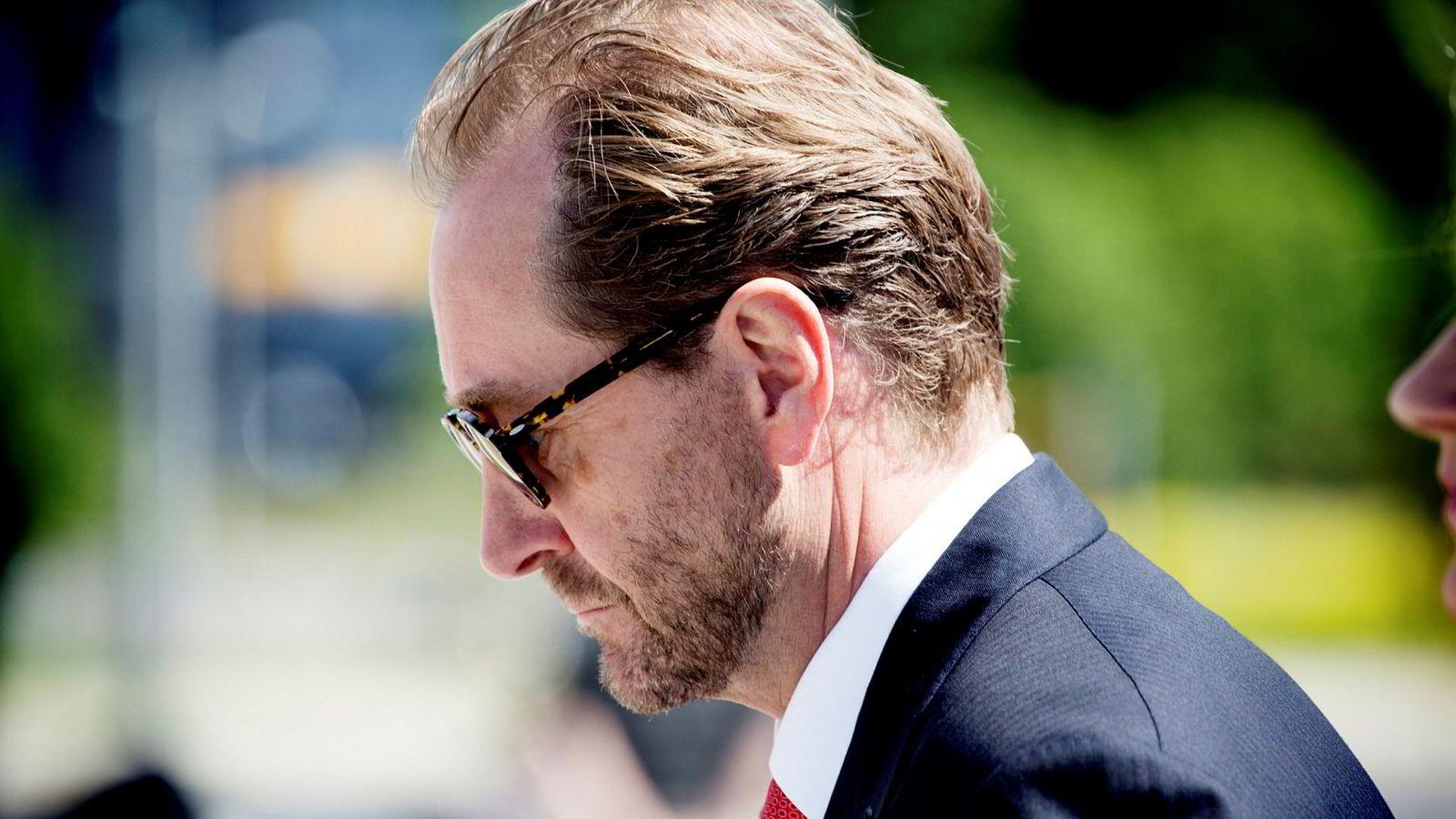 Nettoverdien av investeringene til det Kjell Inge Røkke-kontrollerte industrikonsernet Aker falt med 11,4 milliarder kroner i andre kvartal.