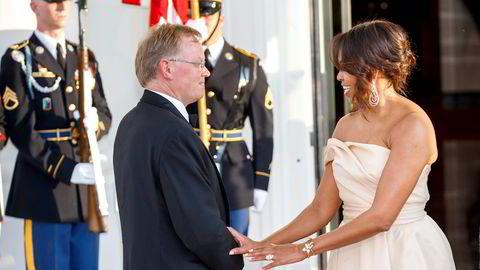 President Barack Obamas ektefelle Michelle Obama (til høyre) er et viktig kort i demokratenes valgkamp. Hva om også statsminister Erna Solbergs ektefelle Sindre Finnes holdt taler? Foto: Heiko Junge/