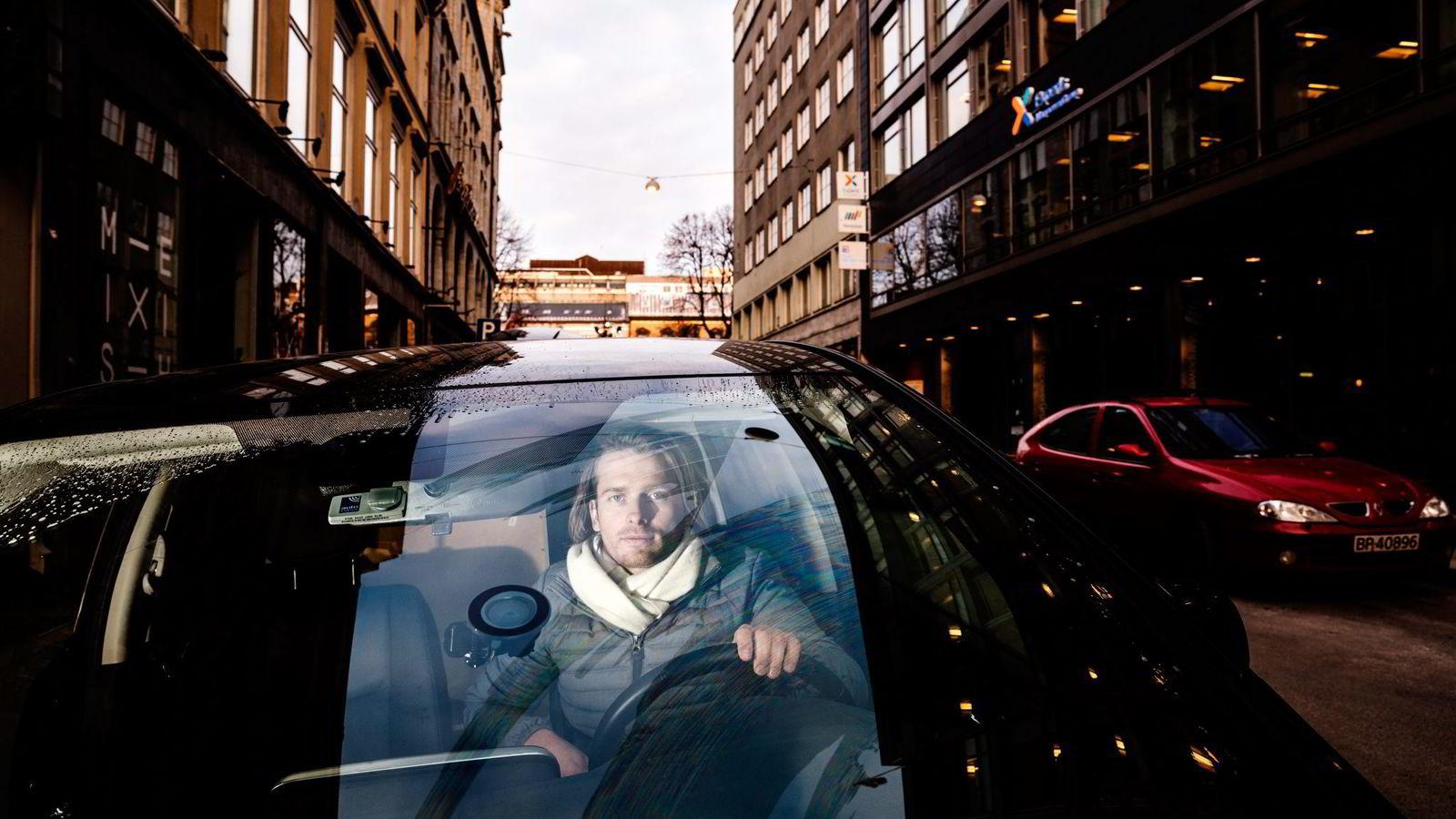 Bilen Kim Haagensen (31) brukte som Uber-sjåfør ble avskiltet i tre måneder. Leiebilen betales av Uber, men Haagensen er ikke Uber-sjåfør lenger. Foto: Per Thrana.