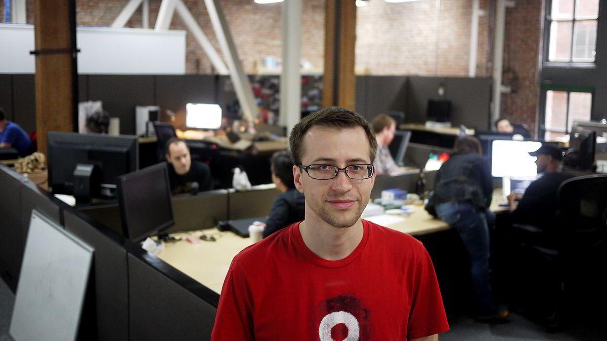 Jon Lech Johansen  fortsetter kampen mot teknologier som lukker brukerne til sine systemer. Han satser på at Googles Android-system  tar innersvingen på Apple.
