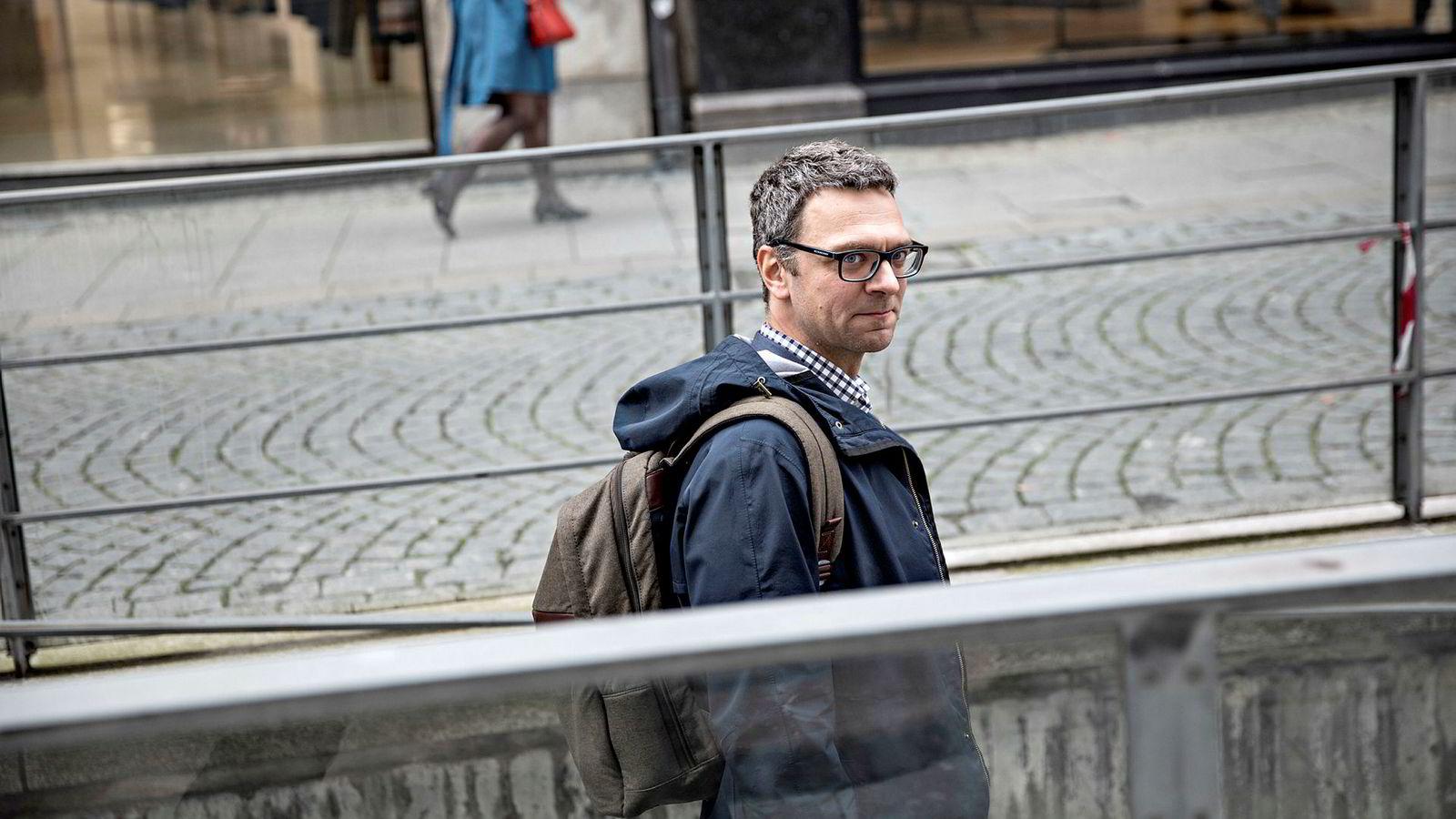 Analytiker Marius Holm Rennesund i Thema Consulting Group har beregnet effekten på strømprisen dersom vindkraftutbyggingen stopper opp.