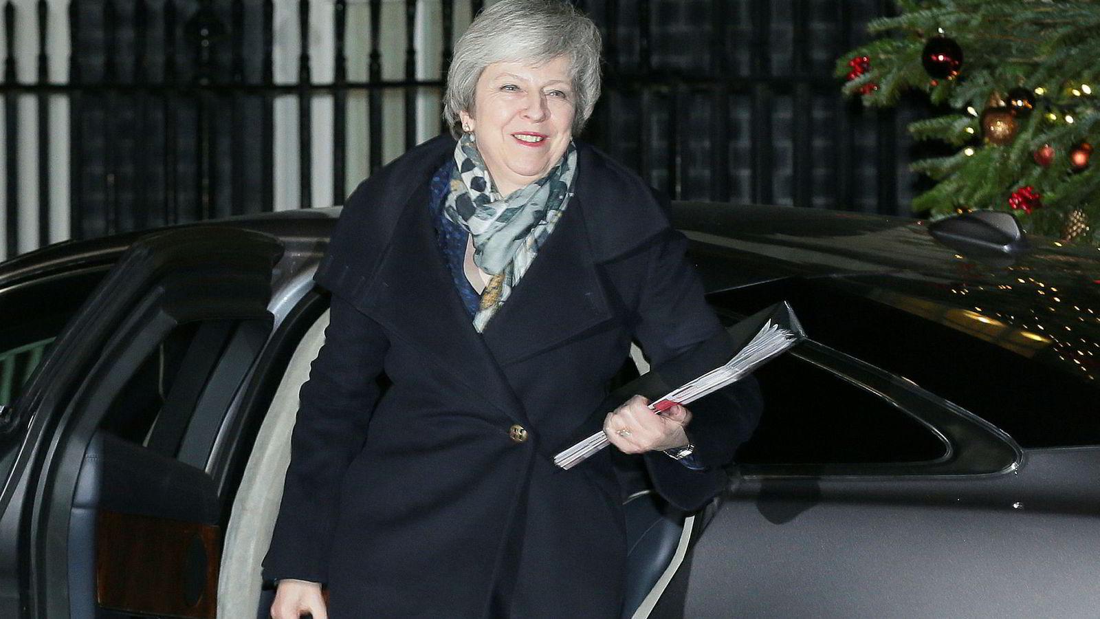 Statsminister Theresa May fortsetter. Her ankommer hun onsdag statsministerboligen i 10 Downing Street, der hun fortsatt blir boende.