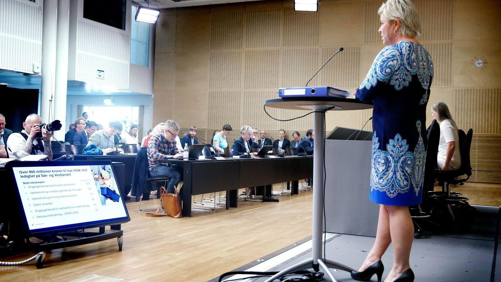 Finansminister Siv Jensen holdt pressekonferanse om revidert nasjonalbudsjett onsdag.                Foto: Vidar Ruud/