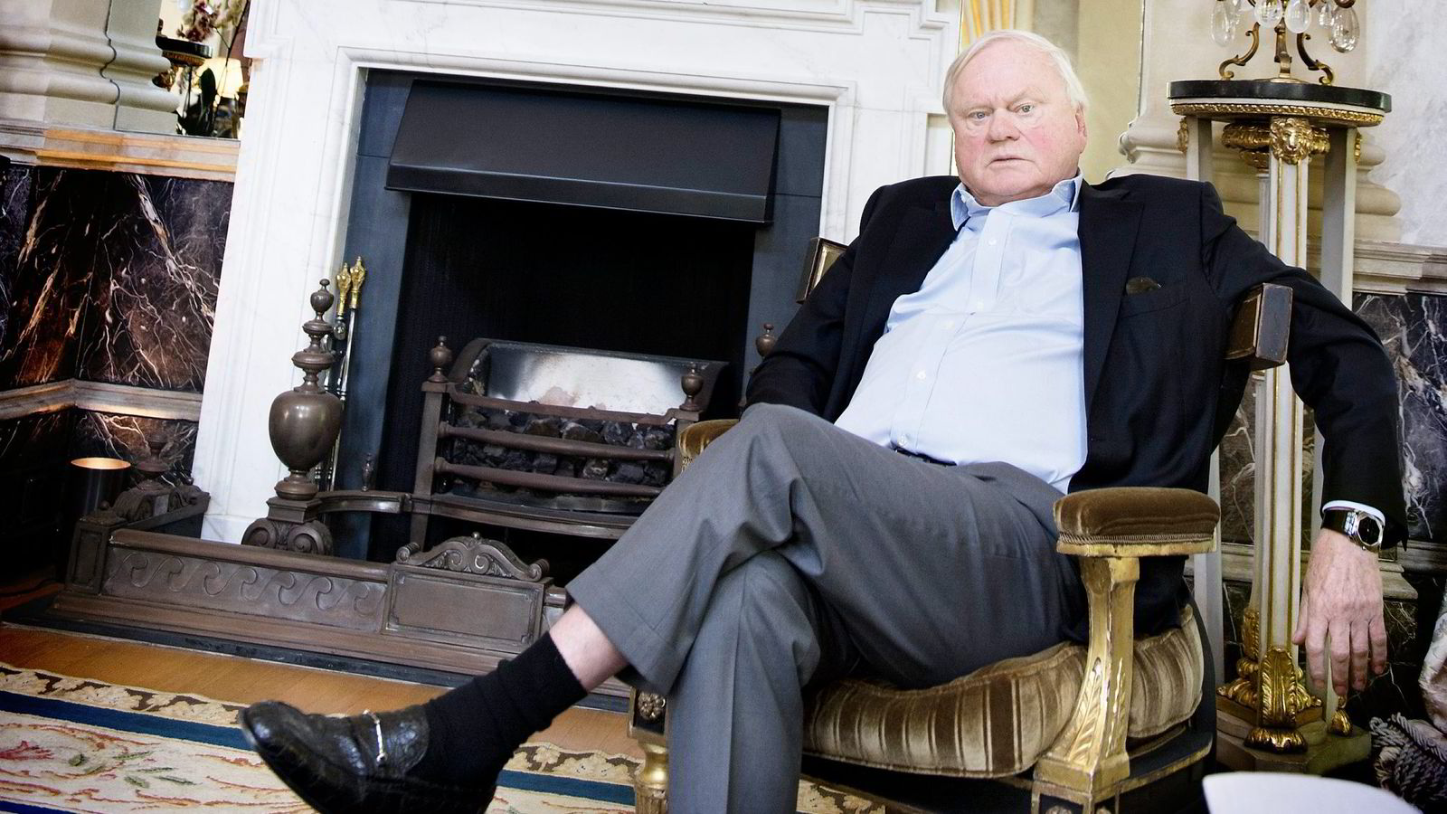 Reder og investor John Fredriksen vurderer å flytte riggkjempen Seadrill fra London, der han selv bor. Her er Fredriksen fotografert i sin privatbolig