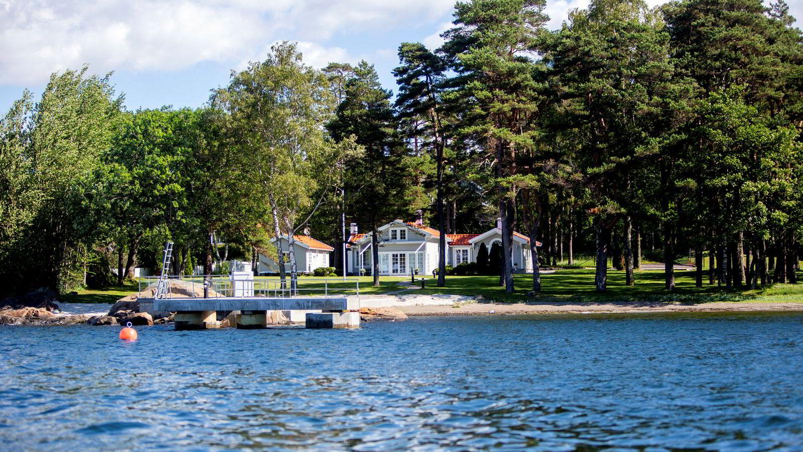 I 2007 satte den danske oljegründeren Brian Ole Jepsen prisrekord for fritidsboliger i Sandefjord da han ga 32 millioner kroner for en fasjonabel strandeiendom på Vesterøya. Nå har han slått egen prisrekord ved å kjøpe denne nabohytta.