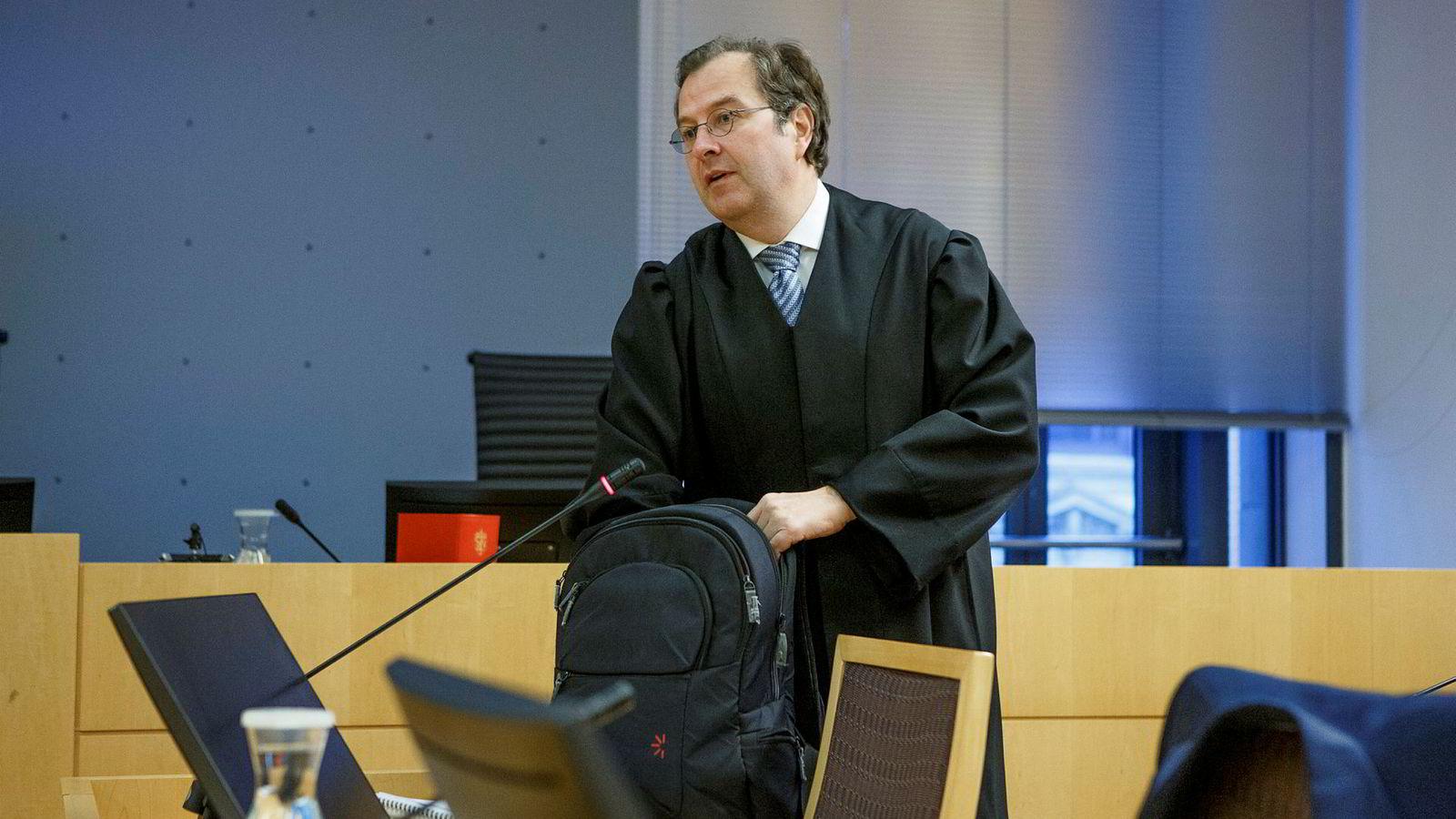 Investeringsrådgiverens advokat, Anders Morten Brosveet, mener handelen mellom hans klient og obligasjonsmegleren ikke faller under bestemmelsen om markedsmanipulasjon, og dermed heller ikke av innsidehandelsforbudet.