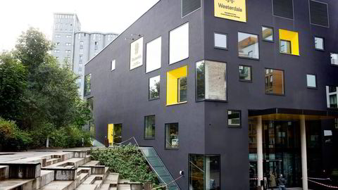 Westerdals (bildet) og dens eiere har tjent fett på ulovlig høye skolepenger. Alt tyder på at skolen har visst hva den har holdt på med. Studentene er taperne, skriver Eva Grinde. Foto: Fredrik Solstad