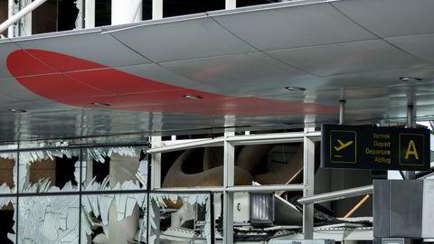 Brussel lufthavn Zaventem kommer ikke til å åpne for passasjerflyginger før tidligst tirsdag som følge av terroraksjonen. Foto: Andrew Harnik/AP/NTB SCANPIX