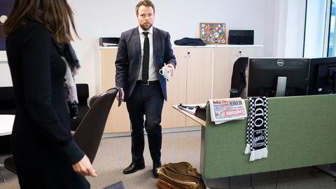 Torbjørn Røe Isaksen krangler med Anthon B Nilsen om hva som egentlig ble sagt og avtalt på møter i forkant av Westerdals-fusjonen. Møtereferater finnes ikke. Foto: Fredrik Solstad