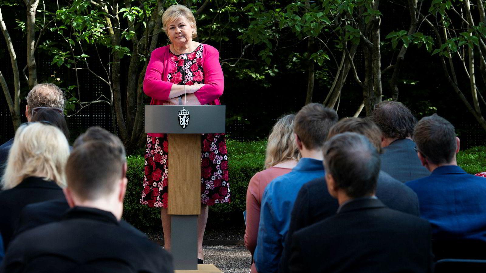 Statsminister Erna Solberg synes ikke det går så verst for regjeringen hennes. Onsdag oppsummerte hun det siste halvåret i hagen utenfor statsministerboligen.