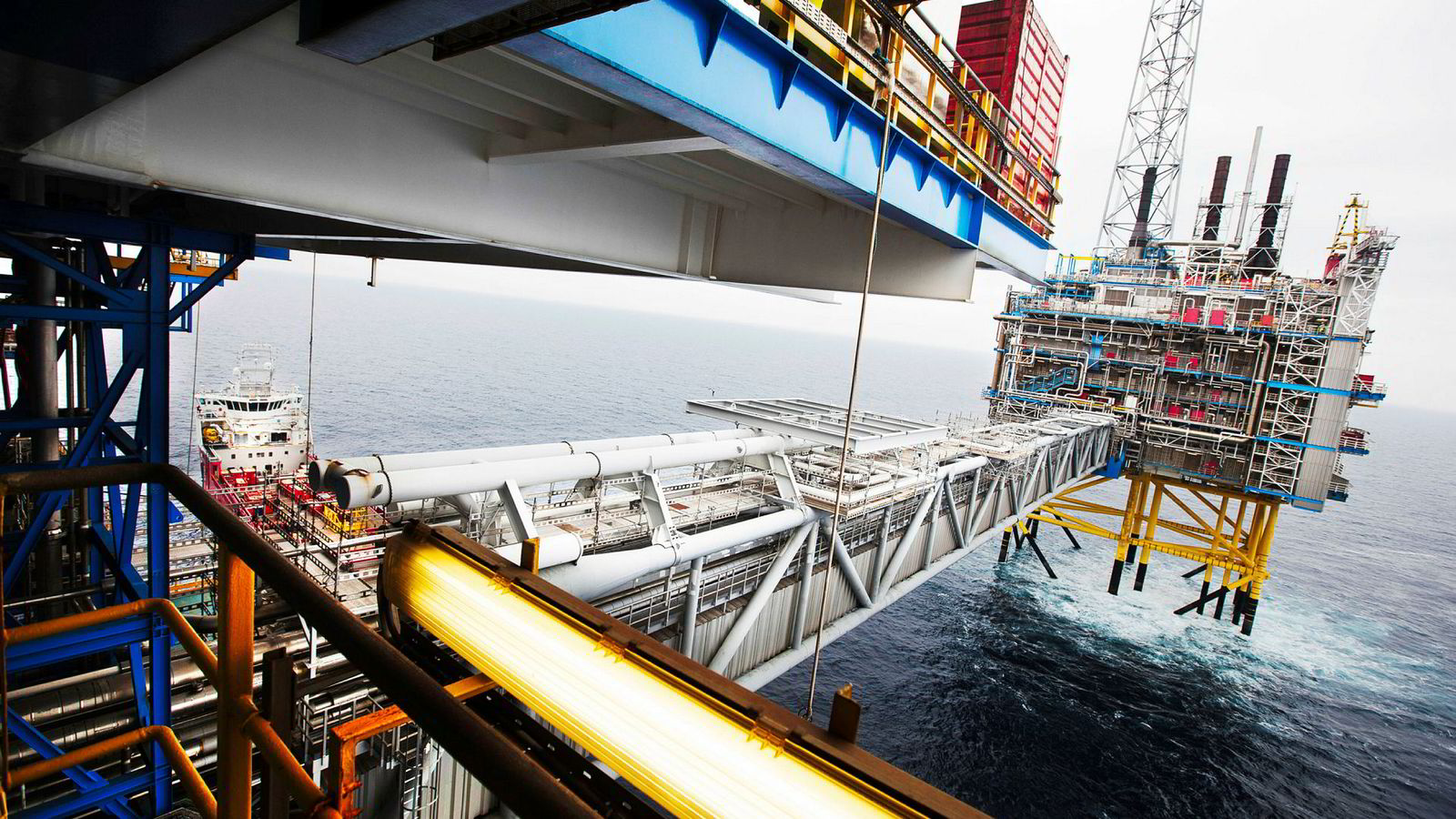 Ny forskning og trender i oljemarkedet tyder på at det globalt vil være en overflod av olje i fremtiden, skriver artikkelforfatterne. Her fra Sleipnerfeltet i Nordsjøen.