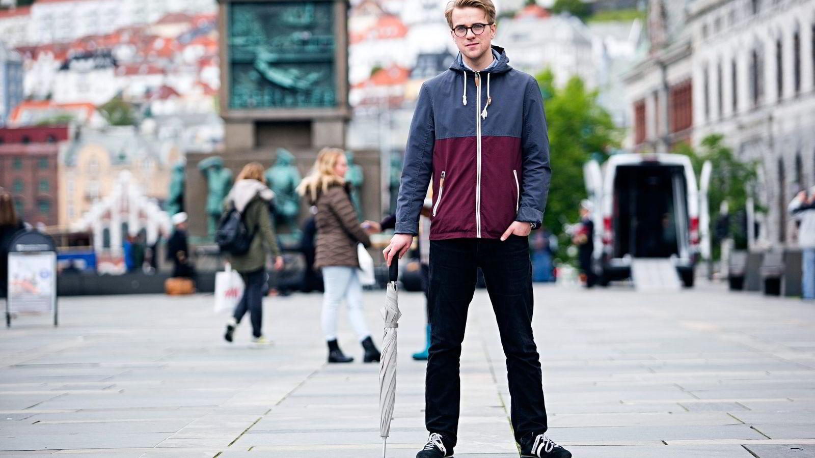 Mathias Fischer er tidligere Venstre-politiker, men droppet politikken for å bli en av landets yngste aviskommentatorer.