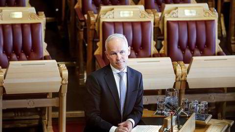 Kunnskapsminister Jan Tore Sanner vil frata fylkespolitikerne makt i skolepolitikken.