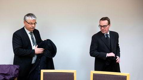 Lavos finansdirektør Jens Christian Kuhnle (til høyre) sier de ikke klarer å hente mer kapital til selskapet. Her er han sammen med selskapets advokat Hugo Pedersen Matre da de møtte opp i Oslo tingrett forrige fredag for å forsvare seg mot Alpha Blue Ocean.