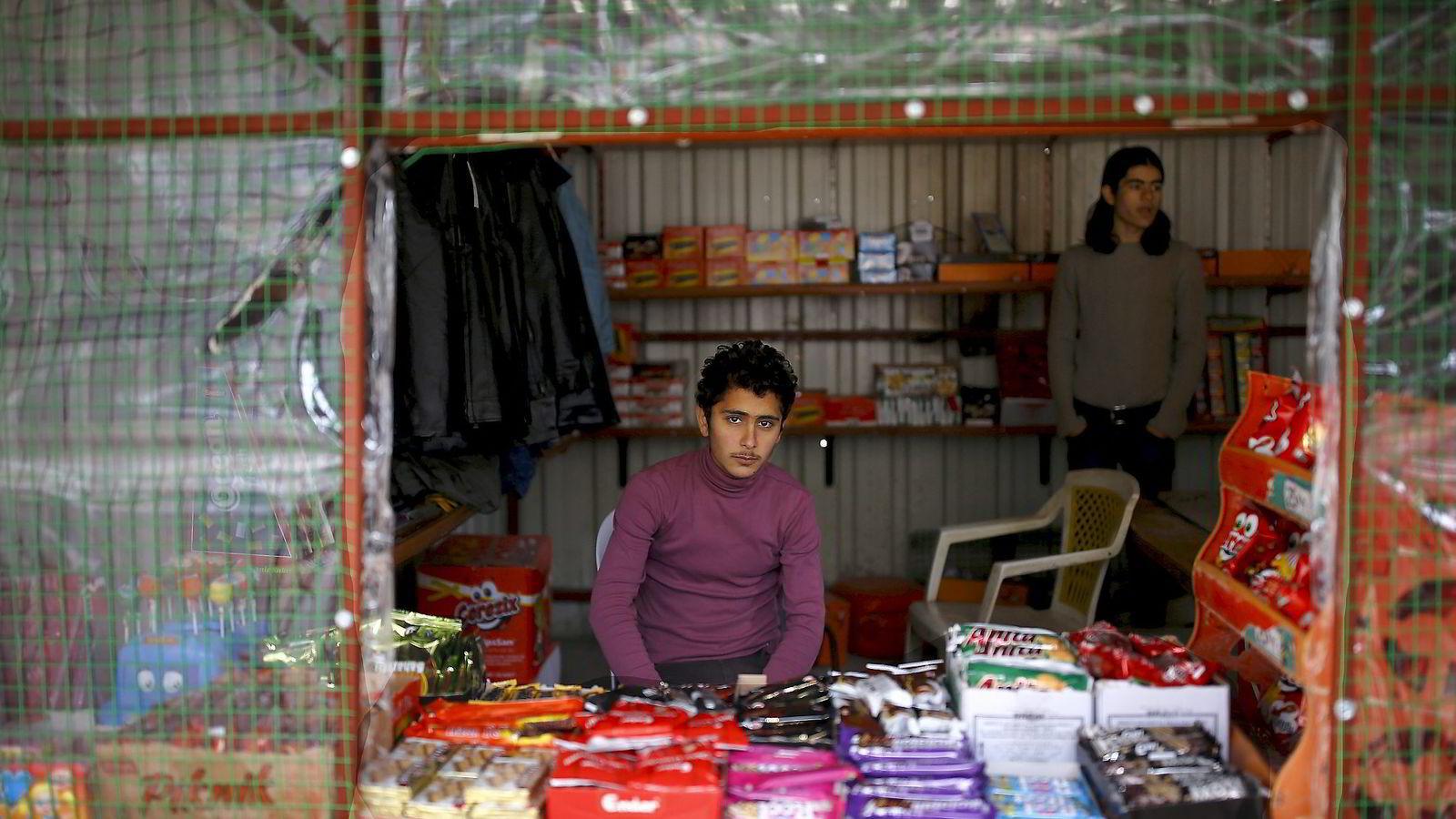 Semih Tumen fra den tyrkiske sentralbanken har konkludert med at flyktninger skaper flere arbeidsplasser for de lokale. Her fra en flyktningleir i Tyrkia, ved grensen til Syria. Foto: Umit Bektas, Reuters/NTB Scanpix