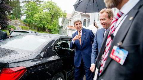 Utenriksminister Børge Brende (til høyre) var denne uken vertskap for USAs utenriksminister John Kerry. Foto: Mikaela Berg