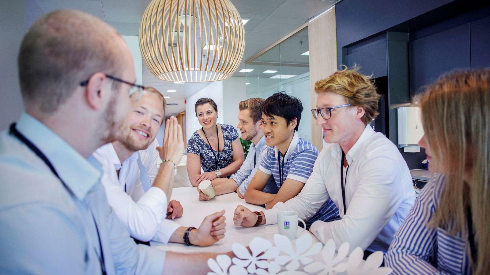 Det Norske Veritas har i år hanket inn åtte studenter fra ulike fagretninger, for å utvikle et forsvar mot cyberangrep. Fra høyre: Birte L. Steinsvik, Mads F. Kjeldsberg, Hong-Tan Lam, Anders Fjellvikås, Elisabet Line Haugsbø, Theodor L. Dokkan og Victor Lindbäck.
