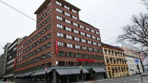 Thon Hotel Europa i Oslo ligger like ved Holbergs Plass, 300–400 meter unna Slottet og Nationaltheatret.