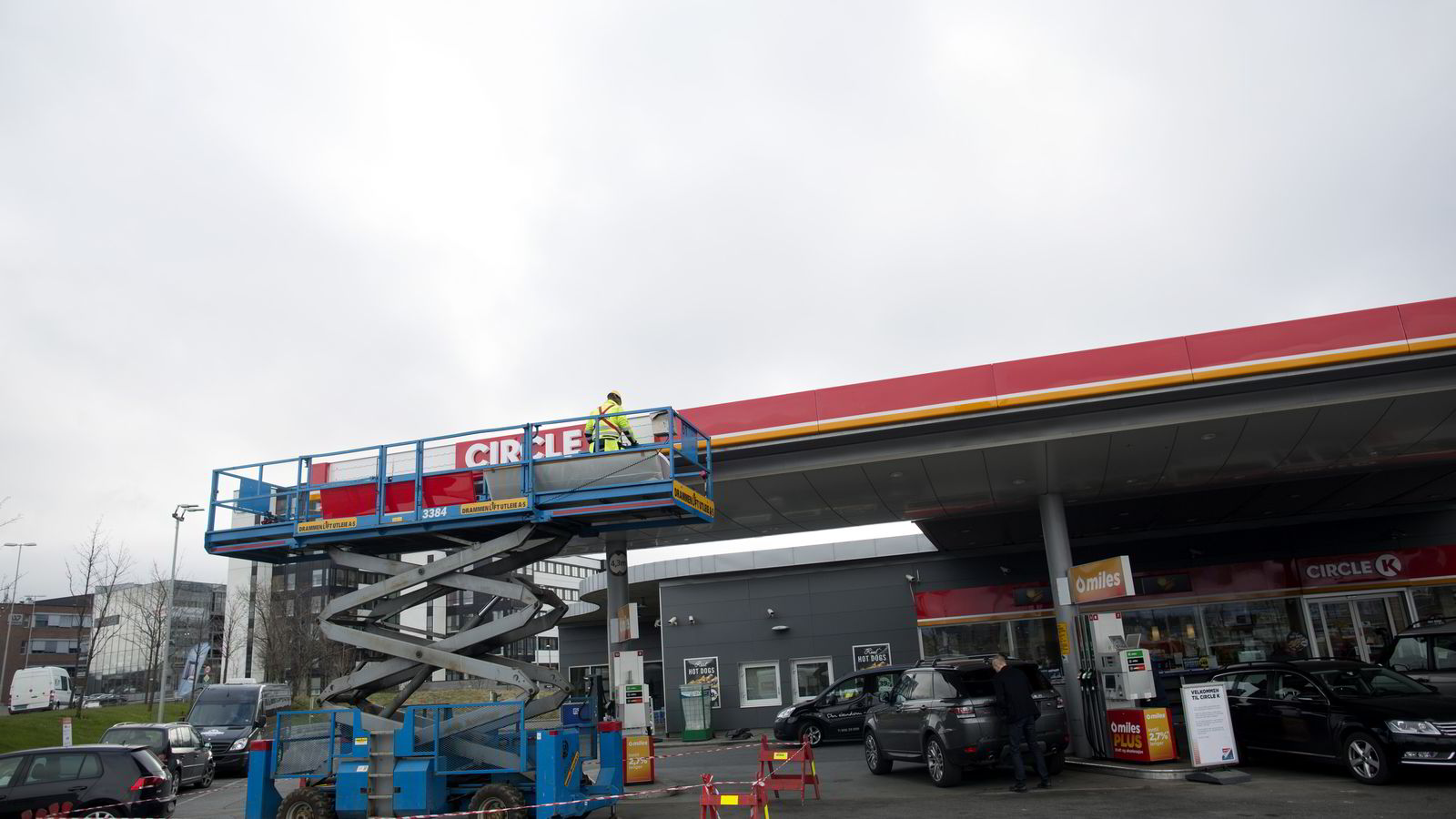 Her blir Statoil-stasjonen på Økern skiltet om til Circle K. Tirsdag er det Europa-lansering av kjeden som er Norges største bensinstasjonkjede. Foto: